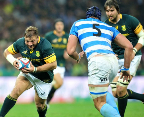 Julian Redelinghuys (l) of South Africa challenged by Tomas Lavanini (r) of Argentina during the Castle Lager Rugby Championship match between South Africa and Argentina at the Mbombela Stadium in Nelspruit, South Africa on August 20, 2016 ©Samuel Shivambu/BackpagePix